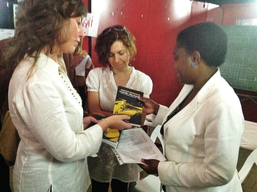 Il Ministro Cécile Kyenge riceve in dono Castel Volturno (Einaudi)